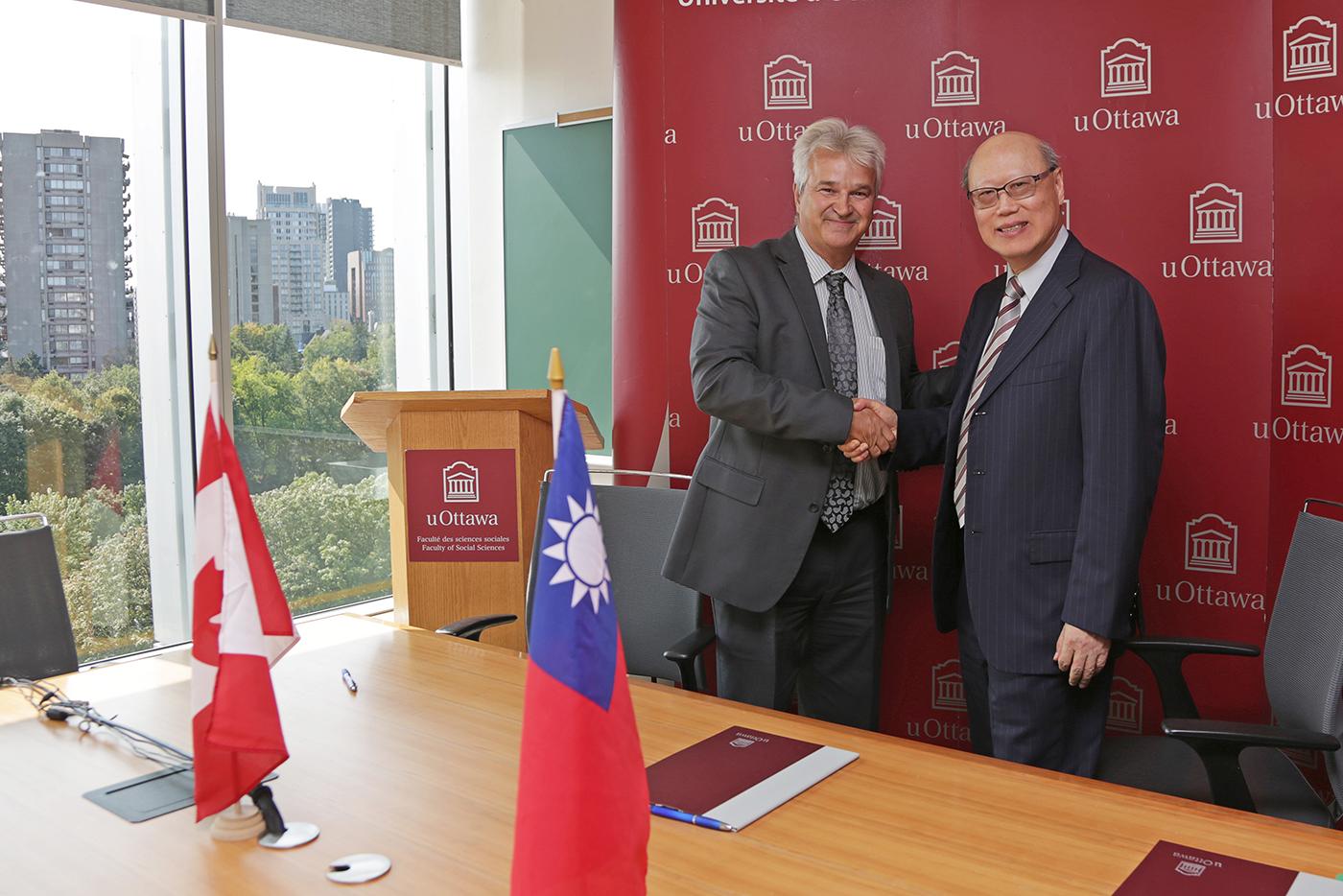 Handshake between Dean Mérette and representant Kung