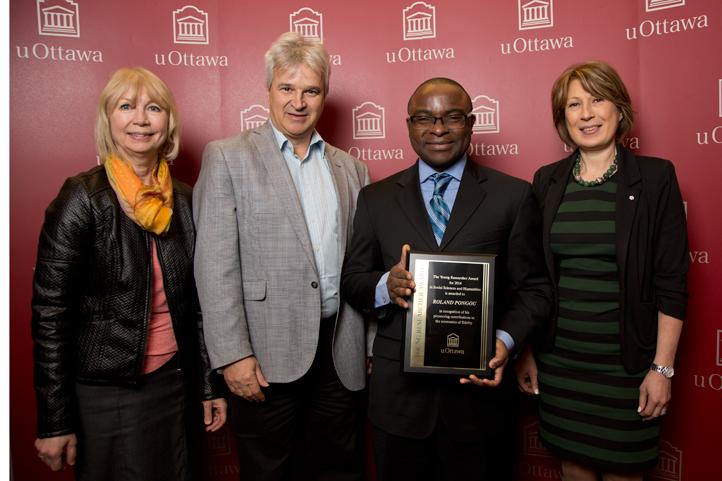 Prof. Roland Pongou-gagnant du Prix Jeune Chercheur de l'année 2015- Prof. Roland Pongou, winner of the Young Researcher of the Year Award 2015