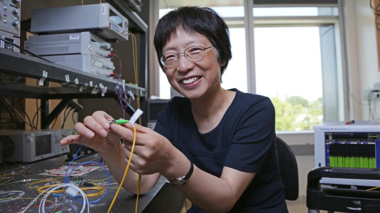 Xiaoyi Bao in her lab.