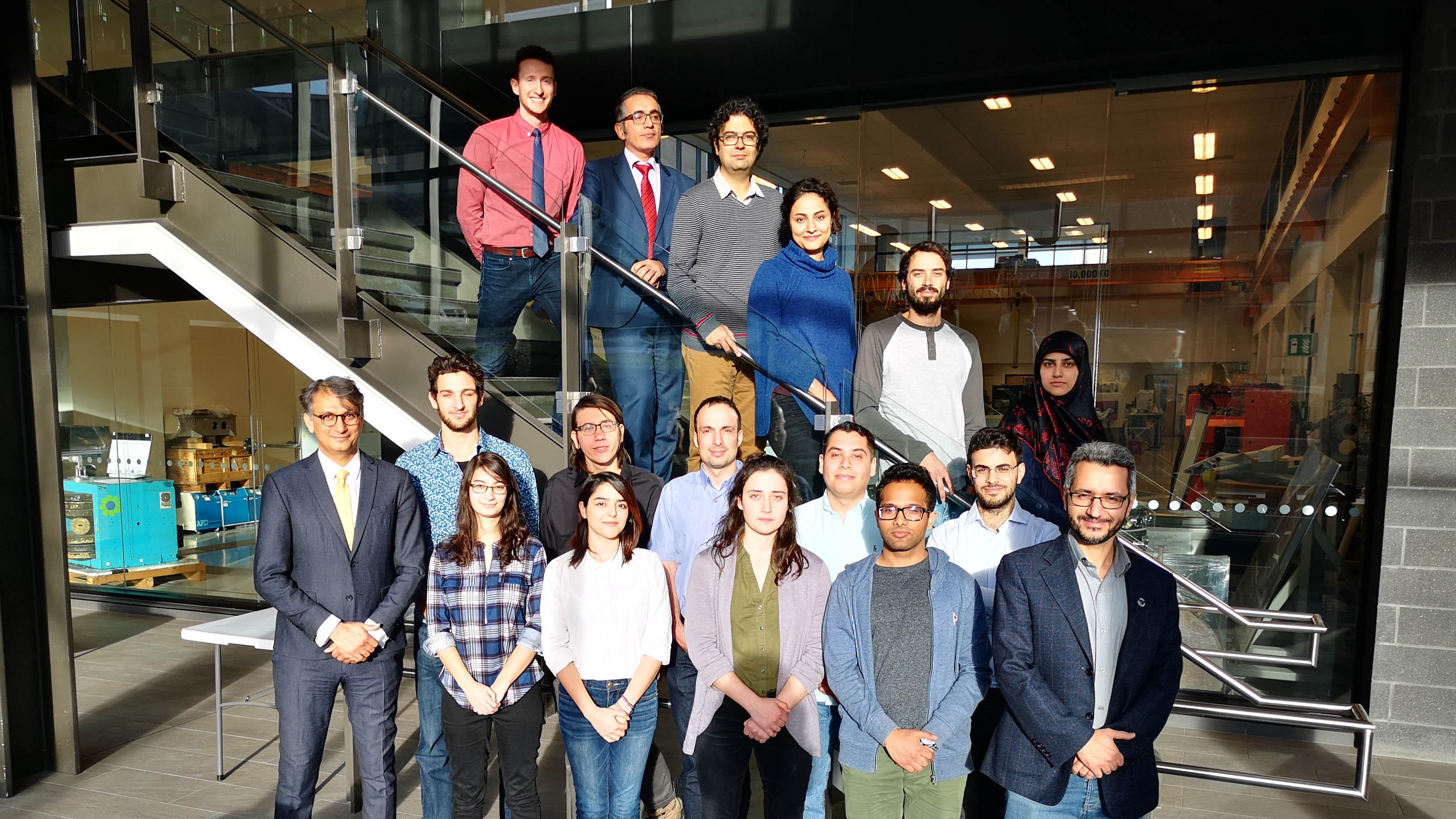 Le professeur Karimi et son équipe